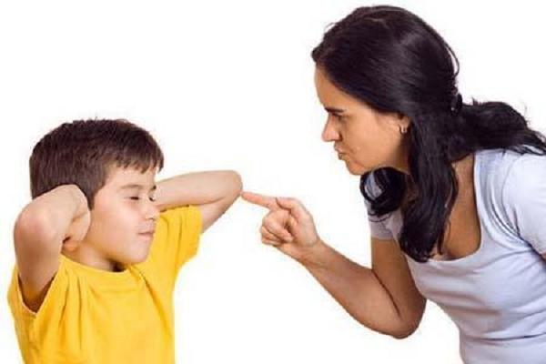 Ứng xử thế nào khi con cãi lời